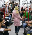 زنان دستفروش متروو